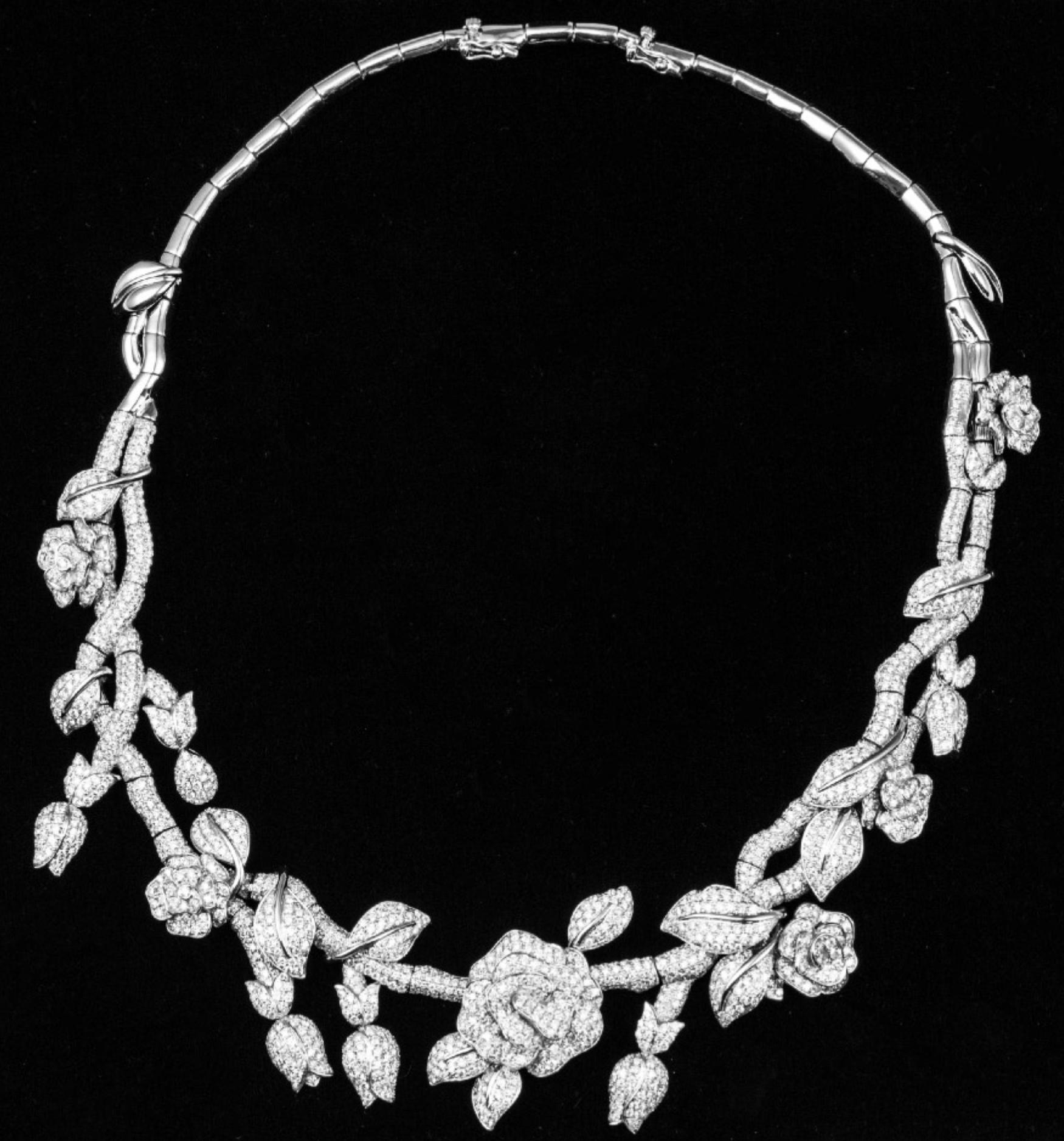 Lot 38 - An Exquisite Design Flower Cluster Necklace and A pair of Diamond Earrings Set