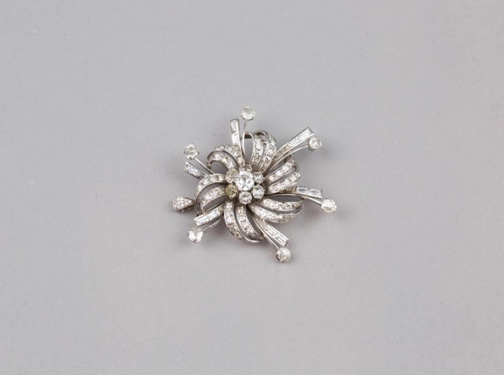 Lot 45 - A 18K White Gold Flower Heart Diamond Brooch