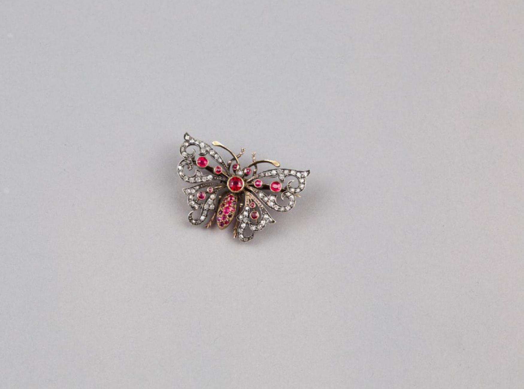 Lot 47 - A 15K Ruby and Diamond necklace