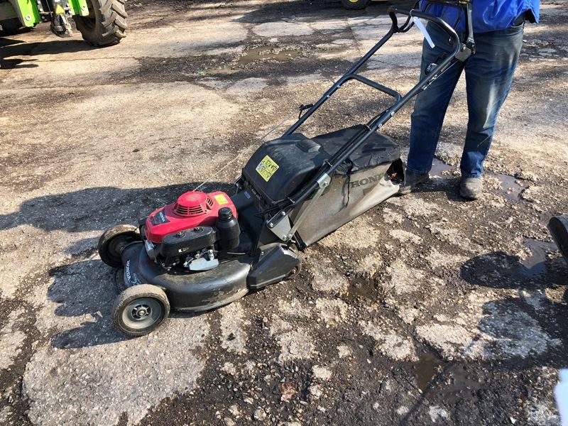 Lot 18 - Honda HRH 536 Pro roller mower