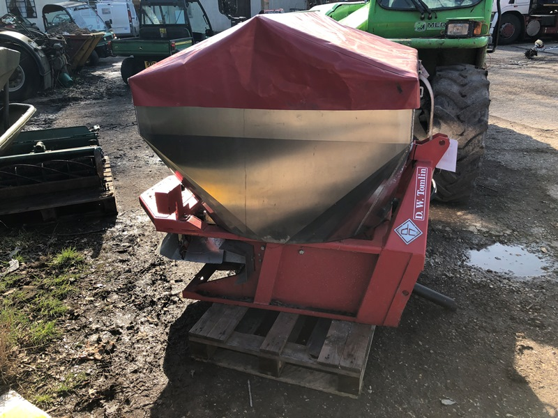 Lot 27 - DW Tomlin Dal Cero tractor mounted PTO driven salt spreader