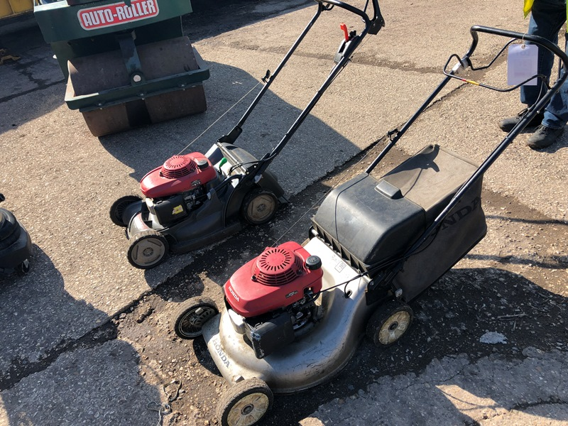 Lot 21 - 2 x Honda petrol mowers