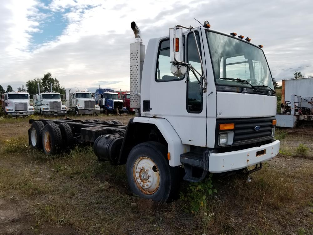 Lot 77 - 1995 Camion Ford Cargo CLT10, 186 380 km, automatique, différentiel Rockwell, diesel, pneus av. arr.