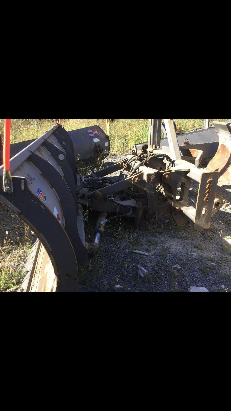 Lot 2014 - Gratte Craig pour Volvo L90-L110-L120 Craig scraper for Volvo L90-L110-L120 Location Québec, Qc