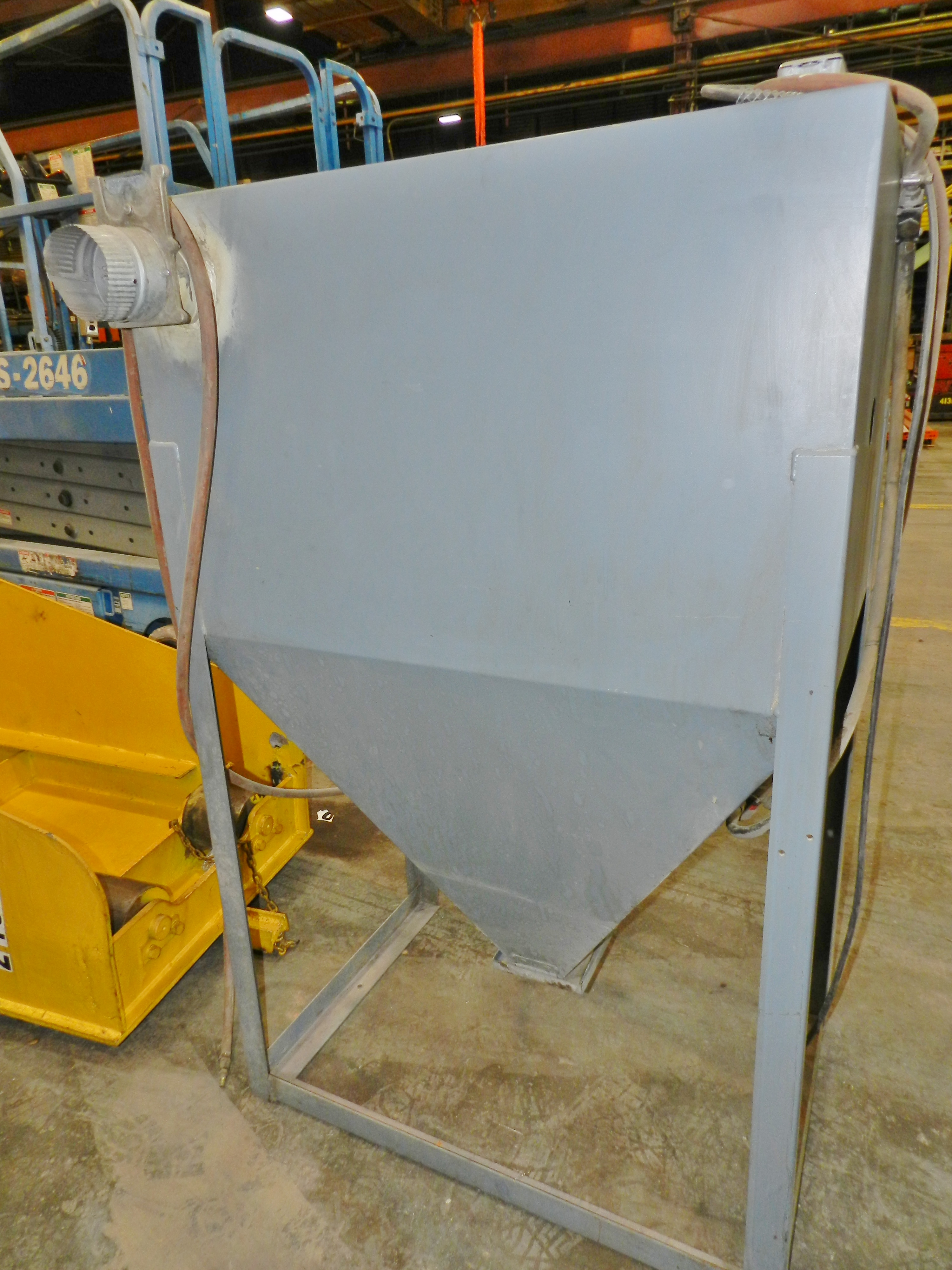 "Lot 36 - Sand Blast Cabinet 32"" x 22"" w/ Dust Collector"