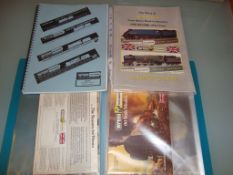 OO GAUGE - Wrenn - A group of Wrenn ephemera to include a folder with a large quantity of original