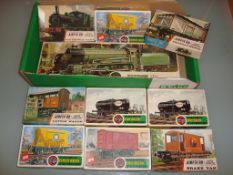 OO GAUGE - A group of Airfix unbuilt kits, content