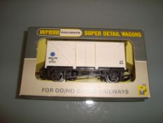 A Wrenn W5001X Blue Spot Fish Van numbered E87502