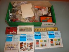 HO GAUGE - A large quantity of scenic accessories,