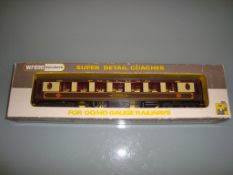 A Wrenn W6001AG Pullman coach in brown/cream liver