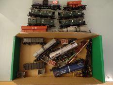 MODEL RAILWAYS - HO GAUGE - A quantity of unboxed