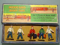 DINKY TOYS NUMBER 5 TRAIN AND HOTEL STAFF SET (40M