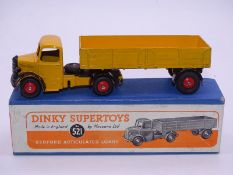 DINKY SUPERTOYS: 521 Bedford Articulated Lorry in