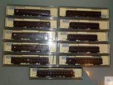 N GAUGE - GROUP OF JAPANESE OUTLINE PASSENGER CARRIAGES - by KATO etc - E in VG boxes (11)