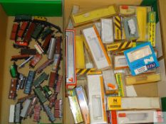 N GAUGE - QUANTITY OF EUROPEAN OUTLINE FREIGHT WAGONS - various manufacturers - together with a