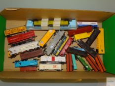 N GAUGE - GROUP OF AMERICAN OUTLINE FREIGHT CARS by various manufacturers - unboxed - Generally