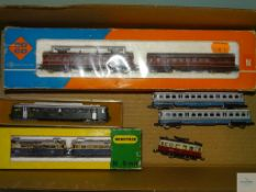 N GAUGE - QUANTITY OF VARIOUS EUROPEAN RAILCARS BY ROCO, MINITRIX, PIKO AND LIMA - F/VG in F boxes