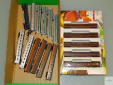 N GAUGE - GROUP OF BOXED AND UNBOXED AMERICAN OUTLINE PASSENGER CARS by CON-COR and others - 2