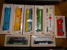 A group of BACHMANN HO Scale wagons in various American Outline private liveries as lotted - VG/E in