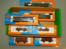 A group of ROCO wagons and coaches as lotted - G/VG in F/G boxes (7)