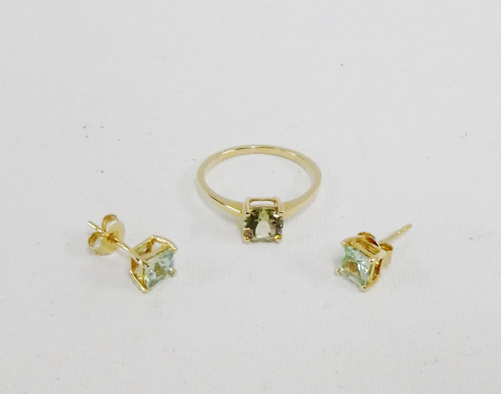 Lot 32 - 9 carat gold topaz claw set dress ring and pair of matching stud earrings (2)
