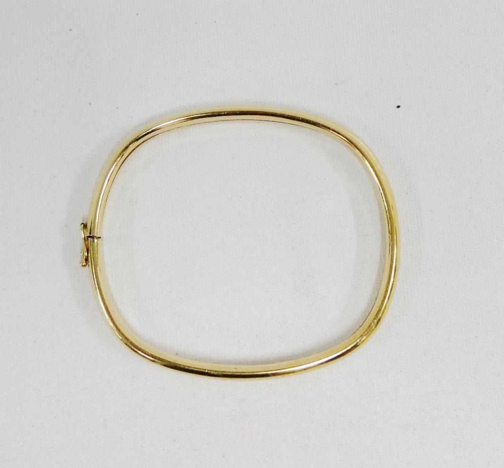 Lot 38 - 9 carat gold bangle