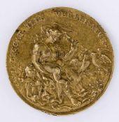 Venus und Cupido Medaille, wohl 16. / 17. Jh. Durchmesser 4,7 cm Vorderseite: Sitzende Venus schlägt