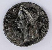 """Caesar Italienische Plakette, wohl nach antikem Vorbild, wohl 16. Jh. 3,2 x 3,4 cm Rückseite: """"Veni,"""