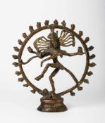 Shiva Nataraja Indien, Messingfigur, 20. Jh. 20,5 x 19,5 cm Shiva Nataraja, India, brass, 20th c.,