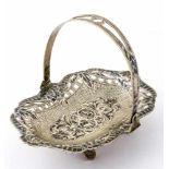 Kleine Henkelschale Russland (?), Silber mit Niello (118g) Keine Punzierung 11 (mit Henkel) x 14,5 x