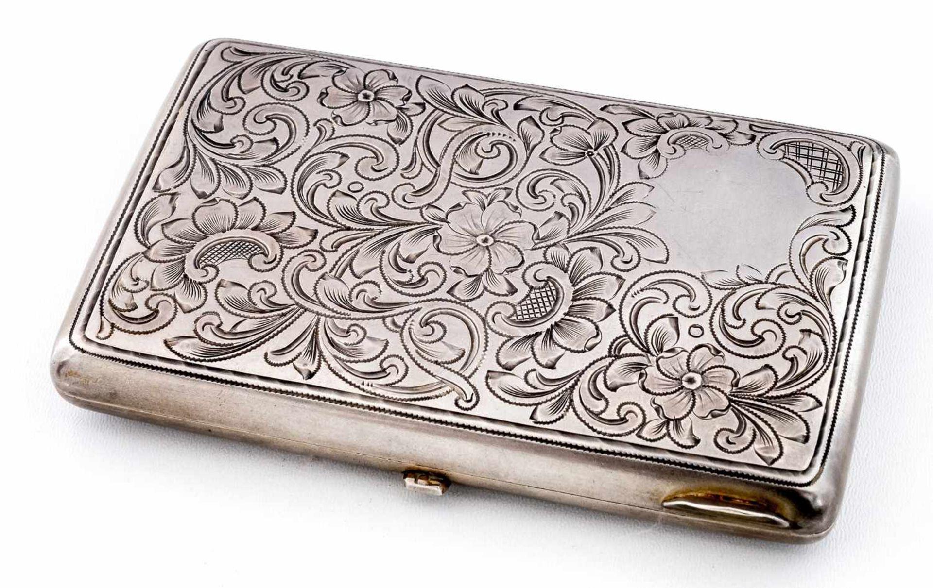 Zigarettenetui mit floralem Dekor Russland, Silber (132g), Moskau 1899-1908 Meister: Vasilij