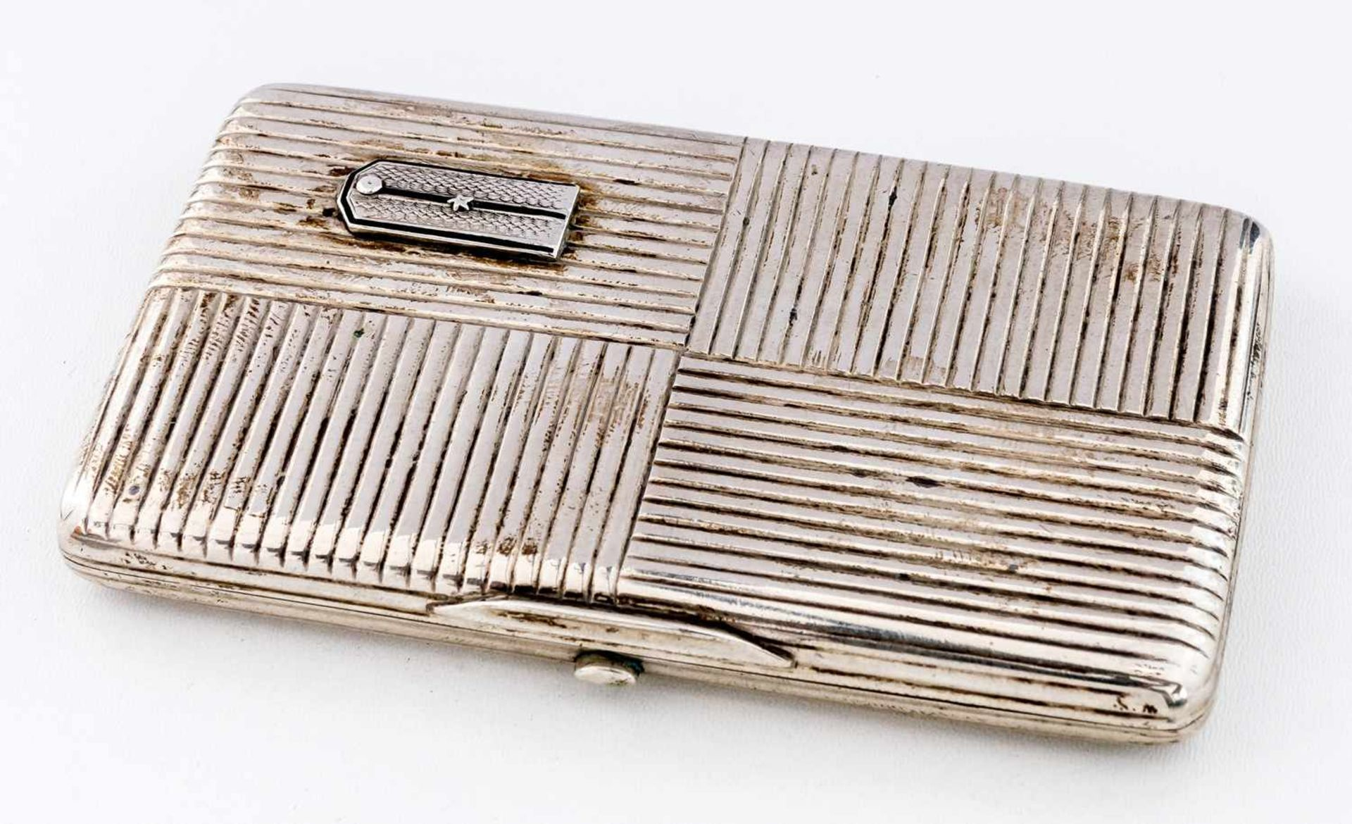 Zigarettenetui mit Offiziersschulterstück Russland, Silber (143g), Moskau 1908-1917 Meister: Ivan