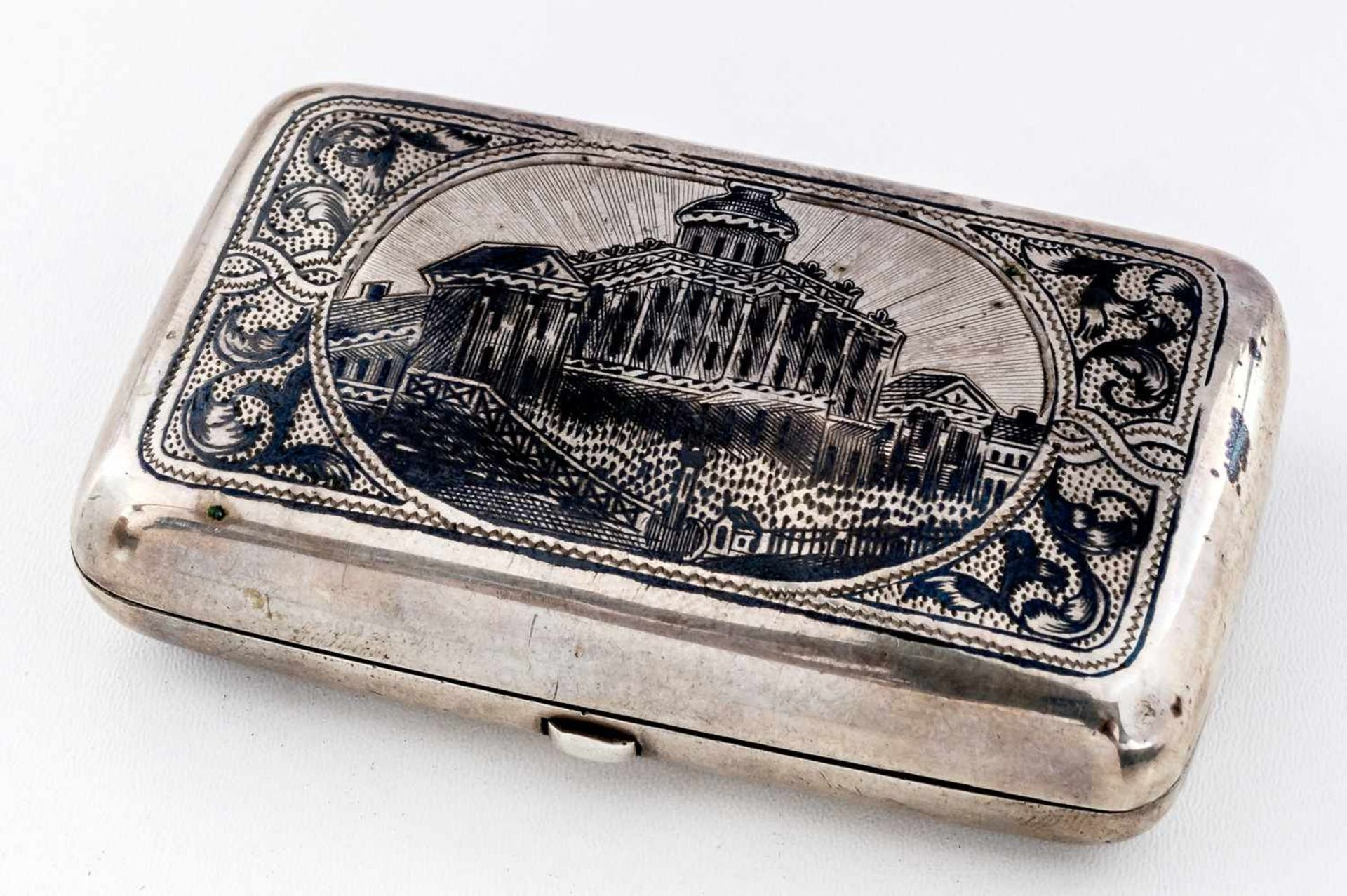 Tabakdose mit Palast-Darstellung Russland, Silber (110g), Moskau 1882 Beschaumeister: unbekannt