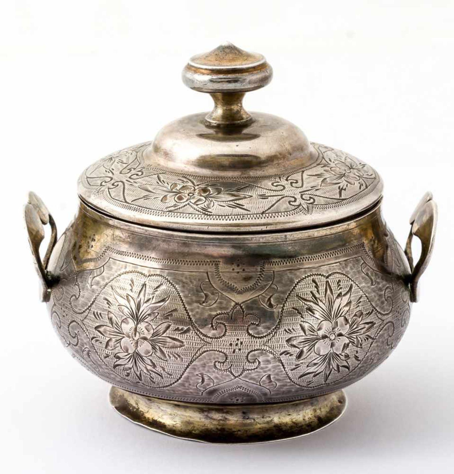 Kleine Zuckerdose Russland, Silber (134g), Moskau 1869 Beschaumeister: Viktor Savinkov Meister: Ivan