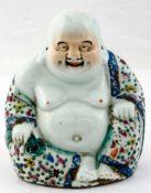 Glücksgott Budai (Hotei) China, Porzellan, wohl um 1900 20,5 cm hoch, ca. 18 cm breit Auf der