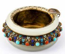 Aschenbecher China, 20. Jh., Silber (mit Stempel) vergoldet, Jade, Türkis, Koralle und Emaildekor