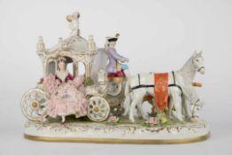 Sehr große Rokoko-Porzellankutsche. Figurengruppe um 1950. Königliche Porzellanmanufaktur 1771-