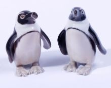 2 stehende PinguineBing und Gröndahl, 20.Jh., Porzellan, polychrom bemalt, Manufakturmarke u. Nr.