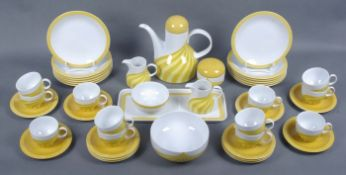 Kaffeeservice für 12 PersonenFürstenberg, 1960er/70er Jahre, 43-tlg., gelb-orangenes Streifendesign,