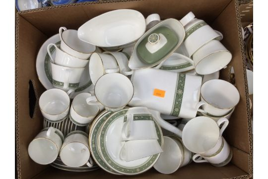 bcc86b399ed9d Royal Doulton   39 Roundelay  39  dinner tea and coffee wares (1 box)