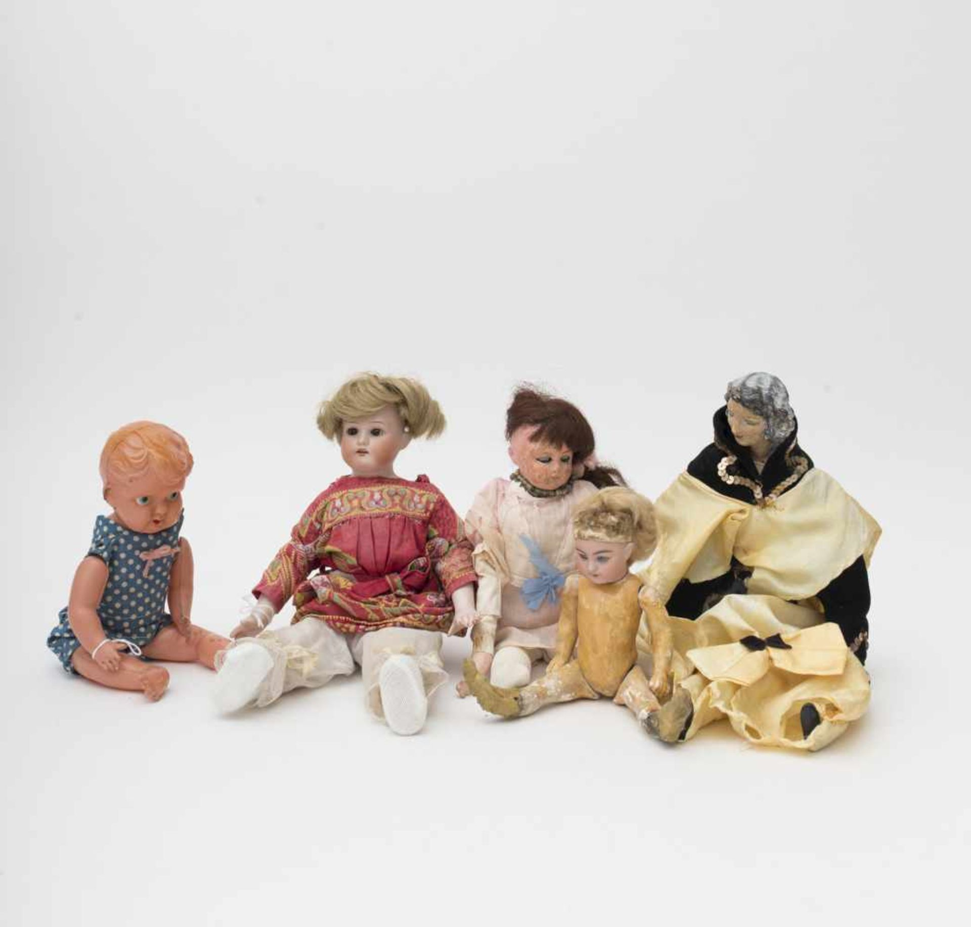 Set of 5 dolls Two with a biscuit head and head plus torso respectively, SIMON HALBIG and A.