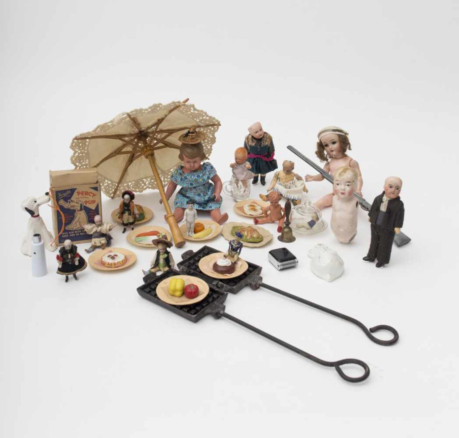 Set of accessories Comprised of doll parts – celluloid PERCY dog – mignonette – imitation food items