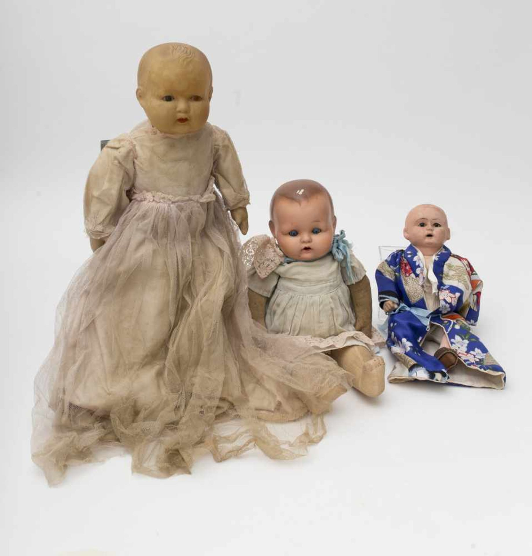 Set of 3 baby dolls With celluloid and composition heads, fabric bodies, of German make, L=27 to