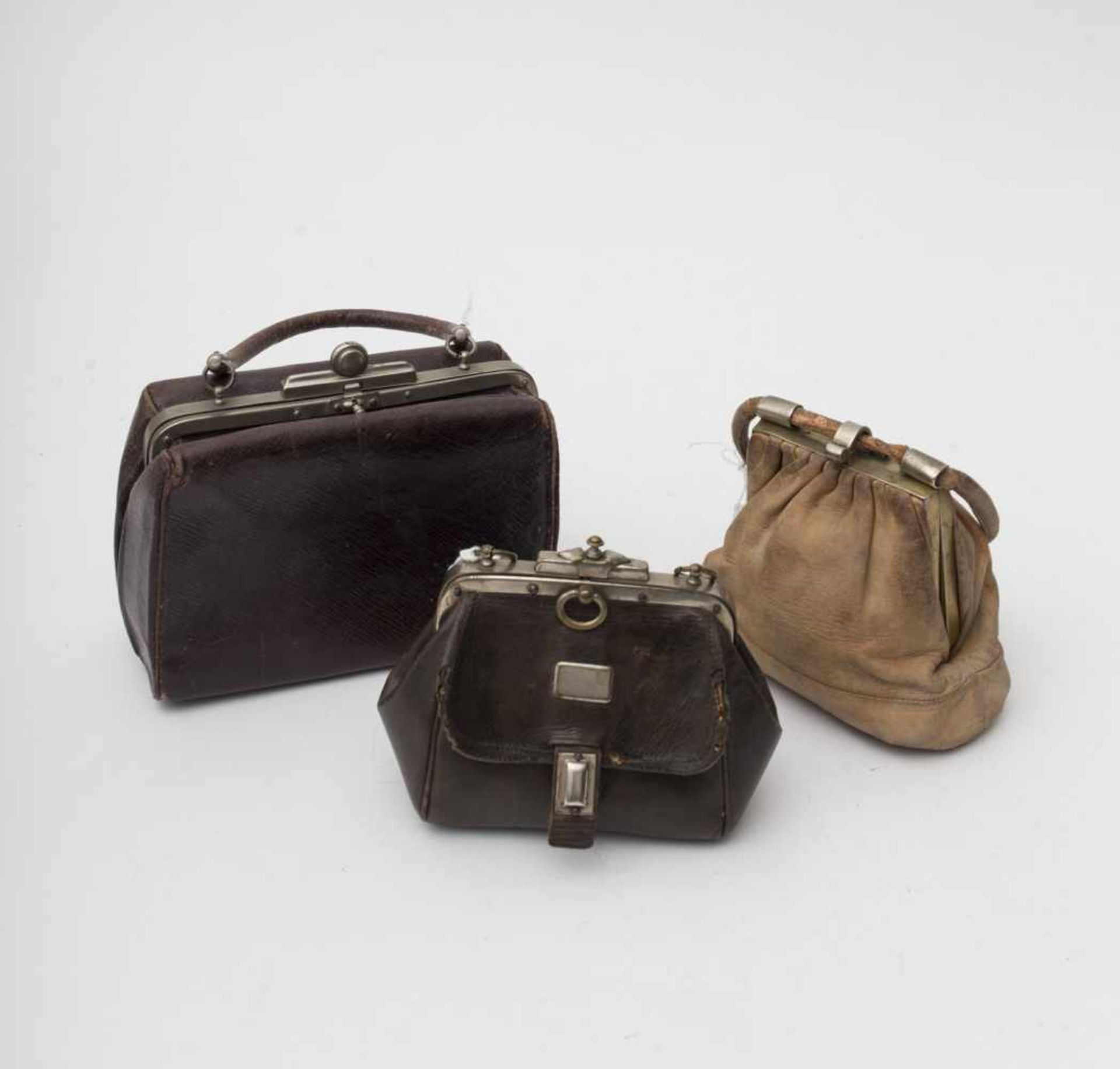 Set of accessories For large dolls, comprised of 3 early 20th century leather bags.