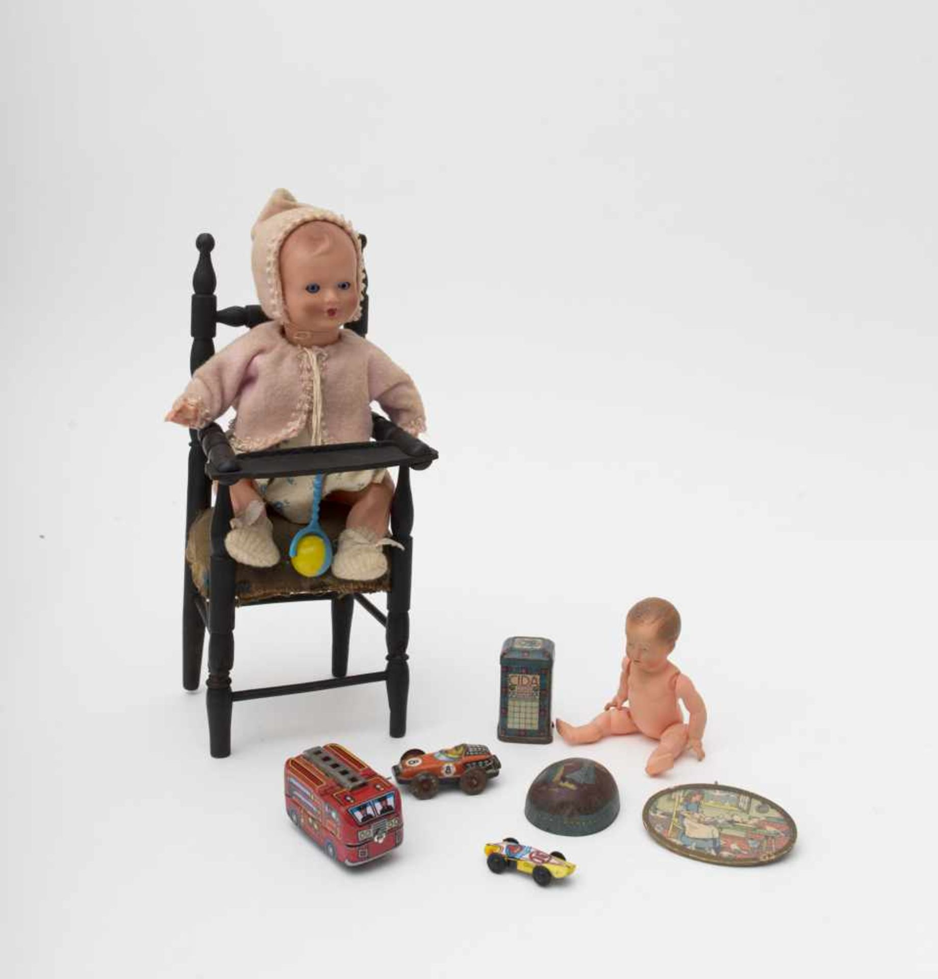 Set of dolls and accessories Baby doll in its high chair – swimmer doll – lithographed metal box.