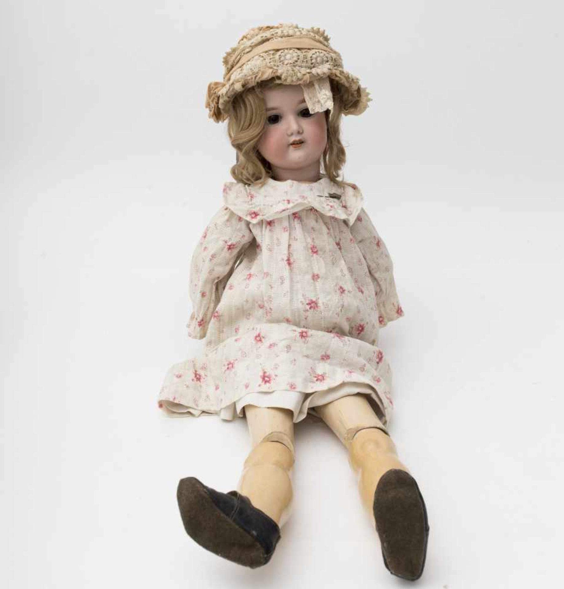 "German doll With biscuit head, open mouth, branded ""A 11 M –FLOREDERA"", brown sleeping eyes,"