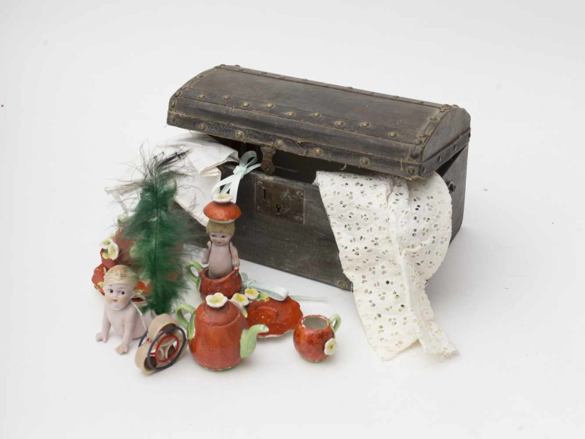Small domed trunk Comprises various accessories including a piano baby and a small GOOGLIE – part of