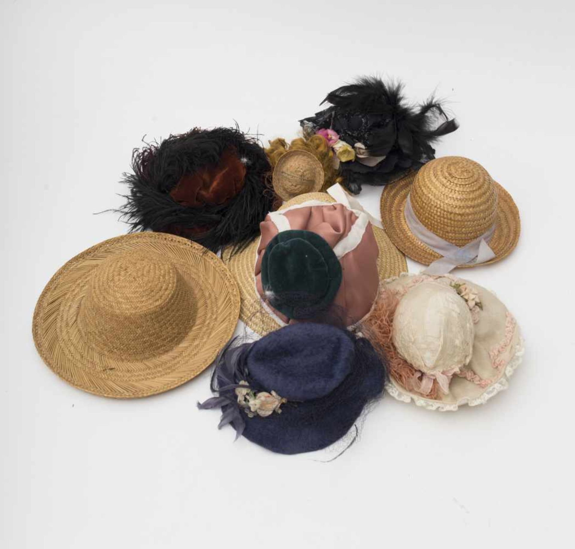 Set of 8 hats Straw – fabric – feathers.