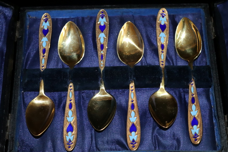 Lot 199 - 6 Gilded Russian Cloisonne Teaspoons In Fitted Case