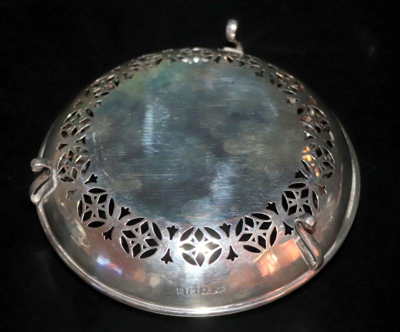 Lot 57 - Pierced Silver Bowl, Of Unusual Form, Raised On 3 Scrolled Fee